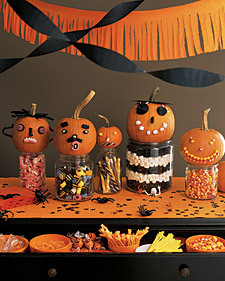 La_hall07_pumpkinfaces_l
